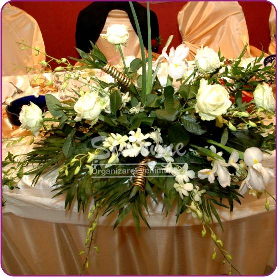 Aranjament Floral Alb Auriu