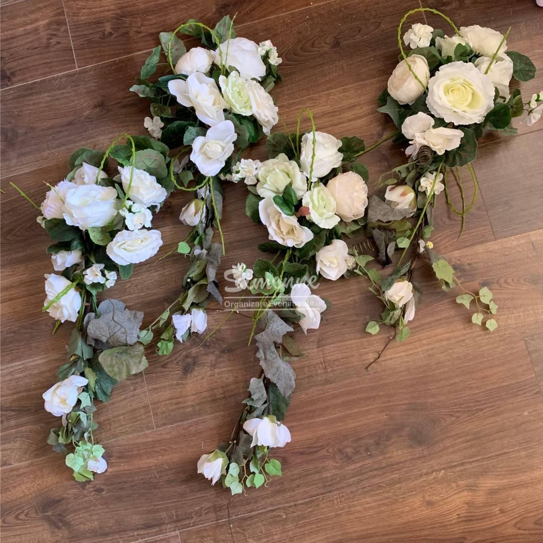 Aranjamente Florale Artificiale Pentru Cristelnita Sau Stalpi