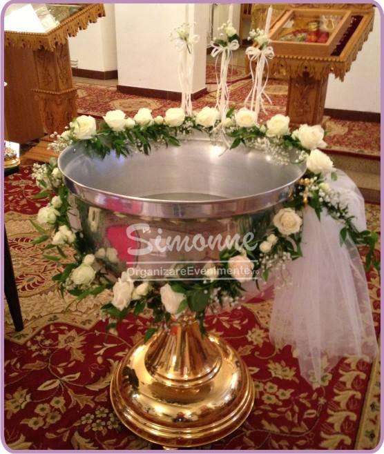 Aranjament cristelnita ghirlanda cu trandafiri