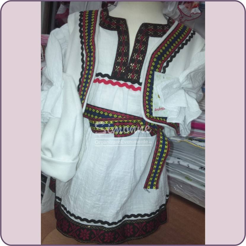 Costumas traditional botez