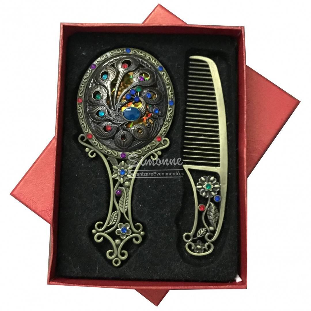 Set pieptene si oglinda vintage cu paunita